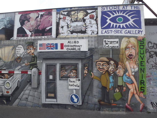 Store at the East-Side Gallery