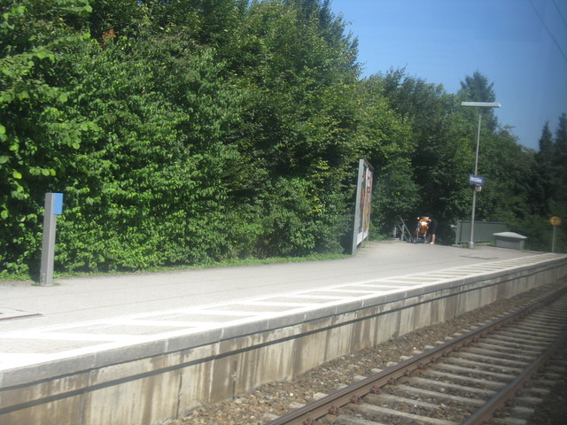 Northern exit from southbound platform, Unterschleissheim S-Bahn station