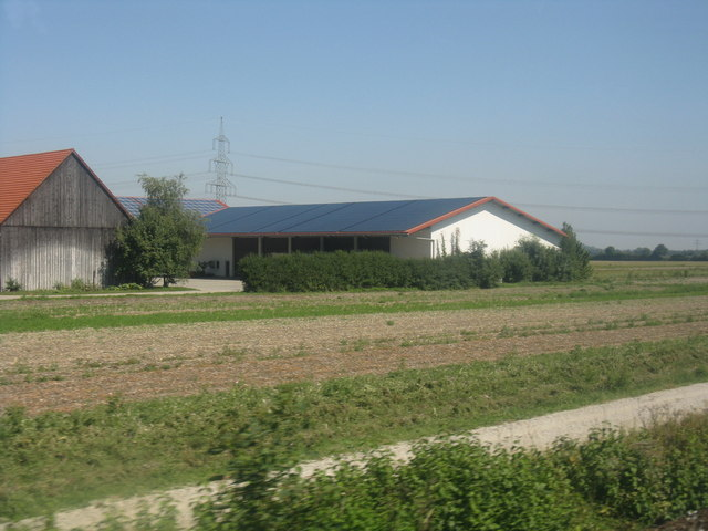 Farm next to the S-Bahn tracks, Lohhof