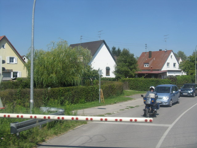 Pullinger Hauptstrasse level crossing