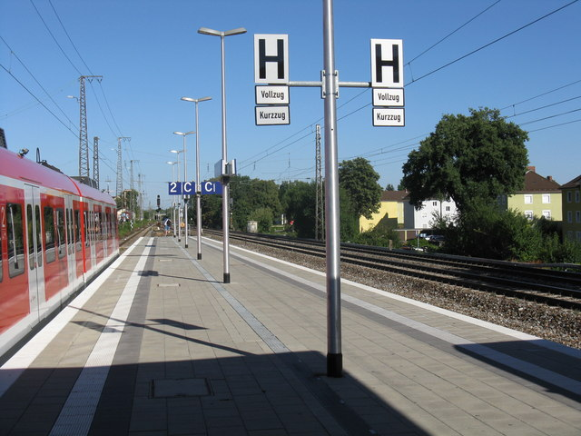 Eastern end of Berg am Laim S-Bahn station
