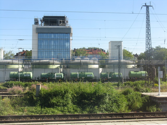 Industrial facility next to Leuchtenbergring station