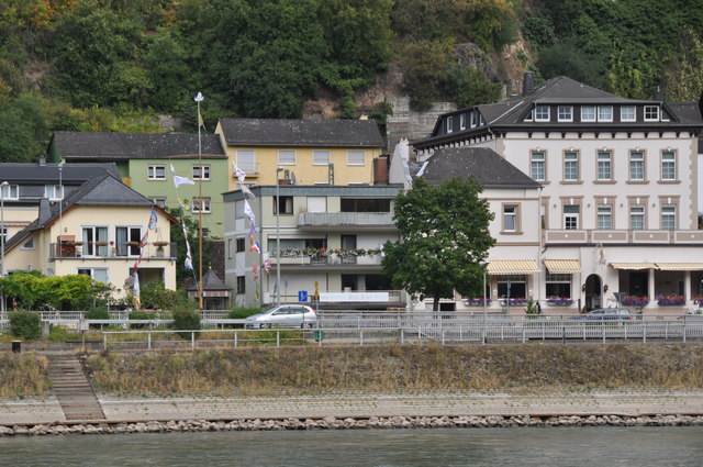 Assmannshausen : The River Rhine & Buildings