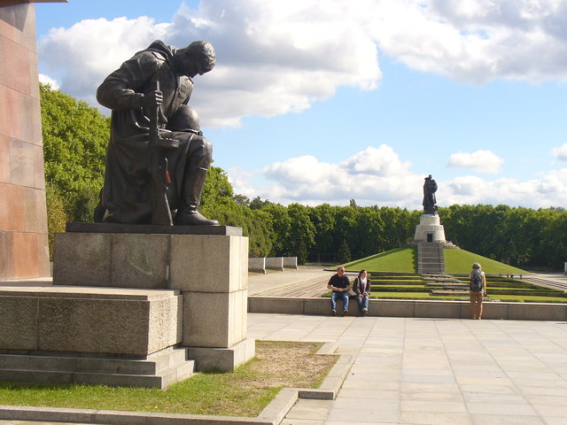 Treptower Park - Terrasse im Sowjet. Ehrenmal (Terrace in the Soviet War Memorial)
