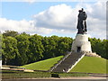 UUU9616 : Sowjet. Ehrenmal im Treptower Park (Soviet War Memorial in Treptower Park) von Colin Smith
