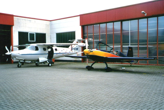 Flugzeugbau, Flugplatz Dinslaken, 2002 (Aircraft construction at Dinslaken airfield, 2002)