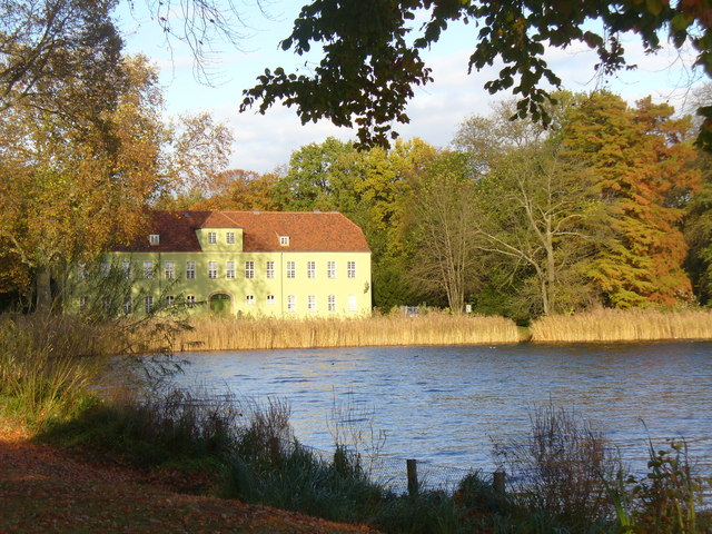 Gruenes Haus am Heiliger See (Green House on Holy Lake)