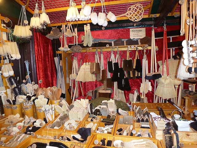 Brush stall in the Christmas market in the Alter Markt