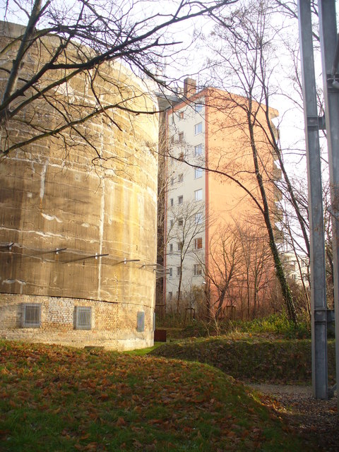 Betonblock und Wohnblock (Concrete Block and Residential Block)