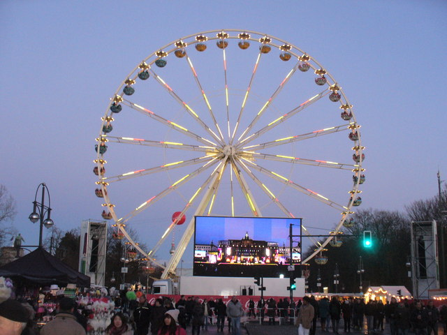 Berlin - Riesenrad an der Silvesterpartymeile (Big Wheel on the Hogmanay Party Mile)