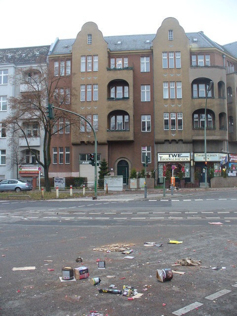 Silvestermuell am Thorwaldseneck (Hogmanay Rubbish at Thorwaldsen Corner)