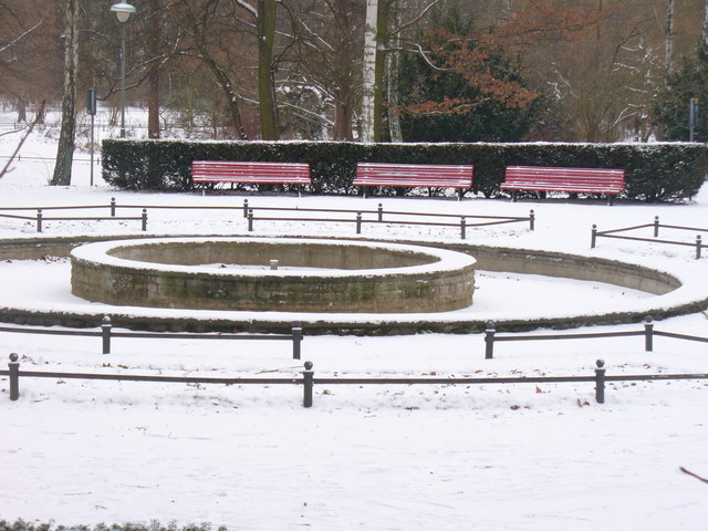 Steglitz Park - Winterlicher Brunnen (Wintry Fountain)
