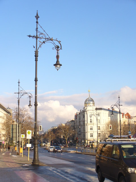 Ku'damm - Historische Laterne (Kurfuerstendamm - Historic Lamp Post)