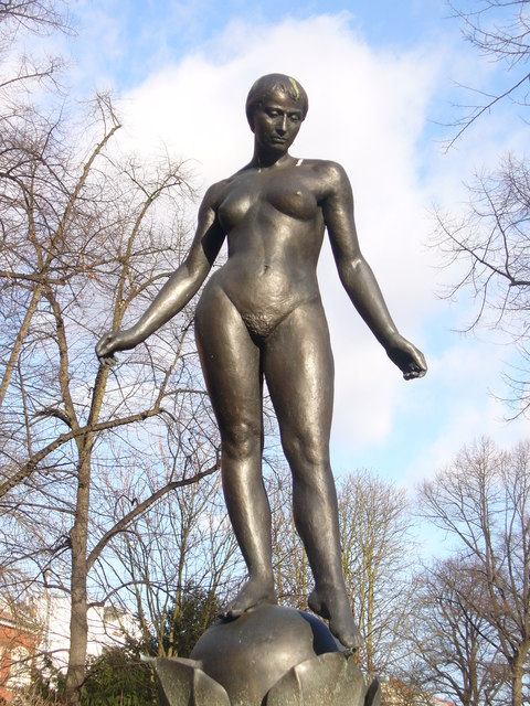 Alt-Tempelhof - Eva-Brunnen (Eve Fountain)