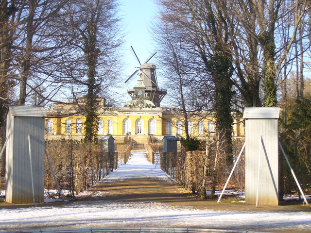 Winterliches Schloss Sanssouci (Winter at Sans Souci Palace)