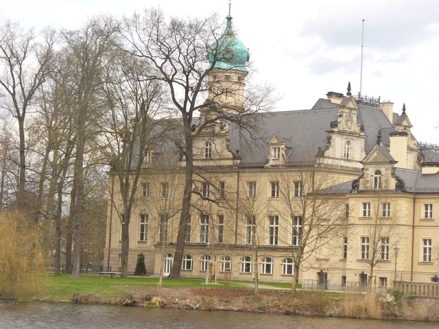 Jagdschloss Glienicke mit Zwiebelturm (Onion-domed Glienicke Hunting Lodge)