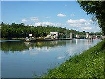 Der Neckar an der Schleuse Aldingen