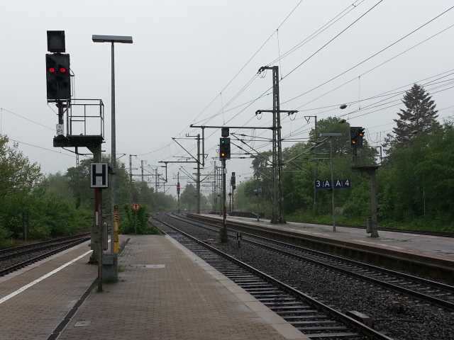 Neumuenster station - view south from platforms 1/2