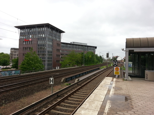 Office blocks at the west end of Holstenstrasse S-Bahn station