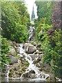 UUU9016 : Wasserfall im Viktoriapark (Victoria Park Waterfall) von Colin Smith
