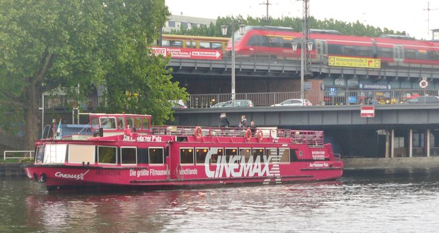 Berlin - Schiff bei der Jannowitz Bruecke (Ship at Jannowitz Bridge)