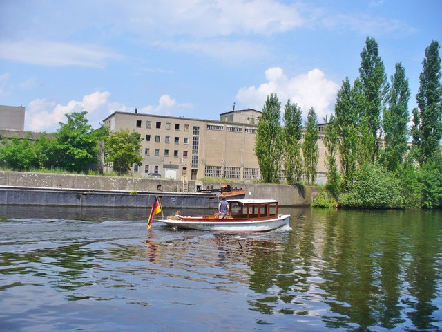 Gruenau - Am Teltowkanal (On the Teltow Canal)