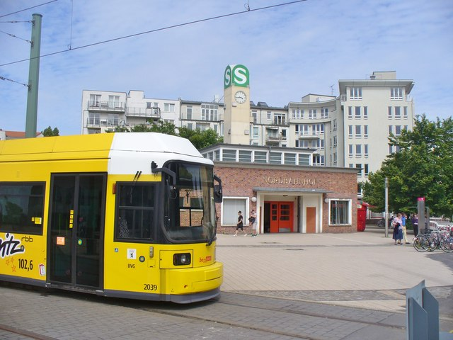 S-Nordbahnhof und Tram (North Station and Tram)