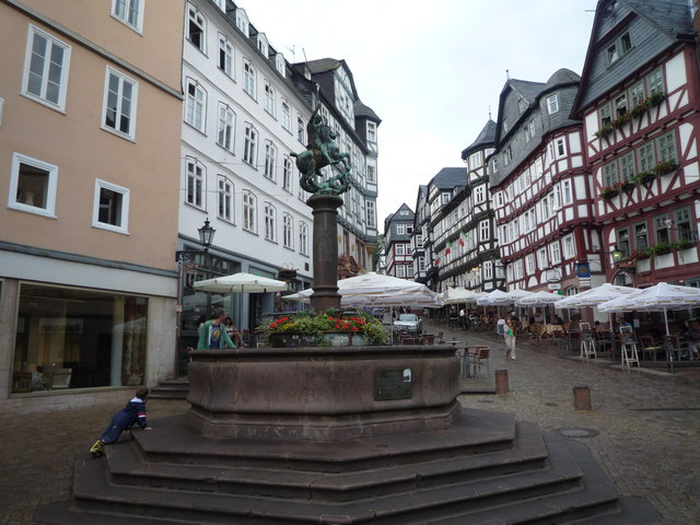 Brunnen am Marktplatz in Marburg
