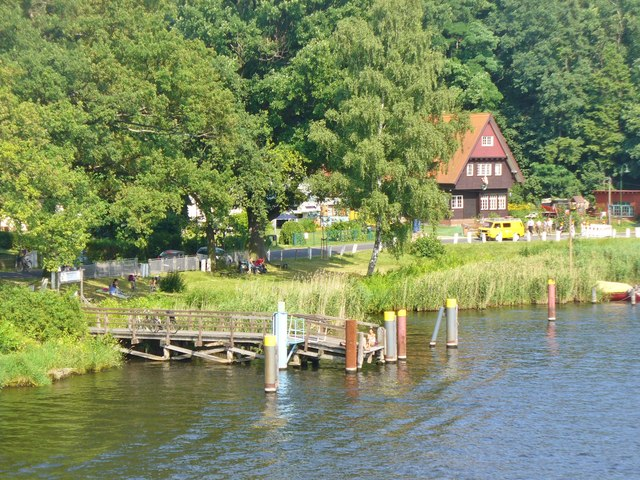 Havelufer bei der Baumgartenbruecke (Havel Bank by Baumgarten Bridge)