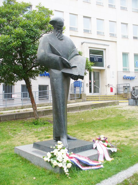 Wilmersdorf - Denkmal am Burgeramt (Memorial at the Citizens' Office)