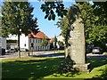UUU7830 : Nieder Neuendorf - Kriegesdenkmal (War Memorial) von Colin Smith