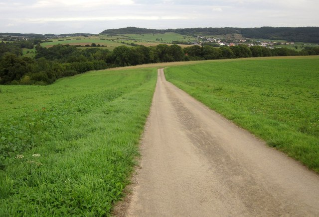 Farm road north of Wallendorf