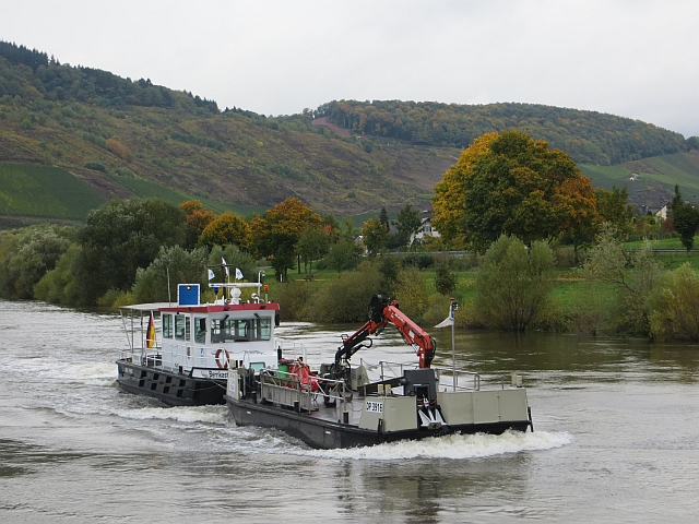 Waterway maintenance vessel  on the Mosel
