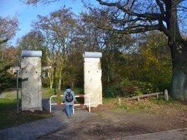 How To Do An Alignment >> Hermsdorf - Mauerdenkmal am Entenschnabel (Berlin Wall Memorial at the 'Duck's Bill'):: MGRS ...