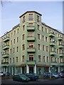 UUU9416 : Alt-Treptow - Eckhaus (Corner Block) von Colin Smith