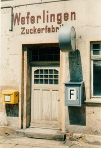 briefkasten am bahnhof weferlingen zuckerfabrik mailbox at railway station weferlingen. Black Bedroom Furniture Sets. Home Design Ideas