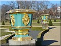 UUU8420 : Schloss Charlottenburg - Zierurnen (Decorative Urns) von Colin Smith
