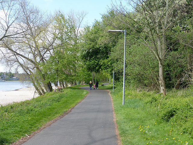 Riverside path in Westhovener Aue