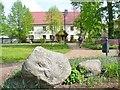 UUT7594 : Gröben - Dorfanger mit Findlingen (Erratic Blocks on the Village Green) von Colin Smith