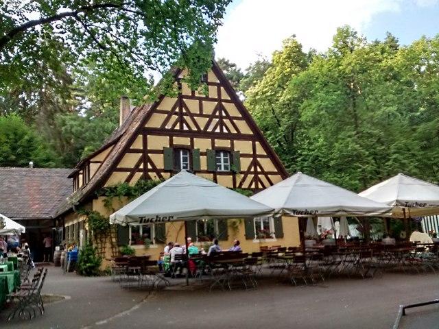 Die Waldschänke, ein großer Biergarten im Tiergarten Nürnberg:: MGRS ...