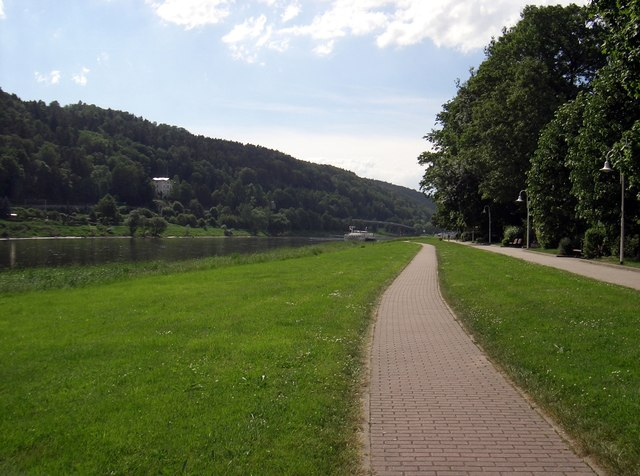 Elberadweg, Postelwitz - Blick Richtung Bad Schandau (Elbe Cycleway, Postelwitz, view towards Bad Schandau)
