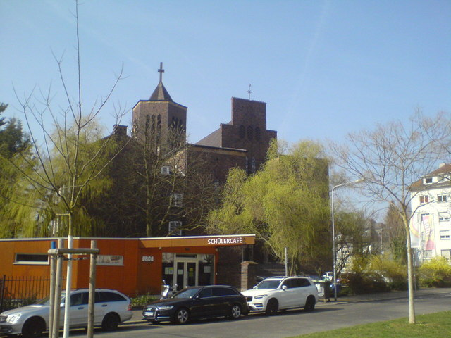 Schülercafé und Bonifatiuskirche (Students' café and St Bonifatius church)