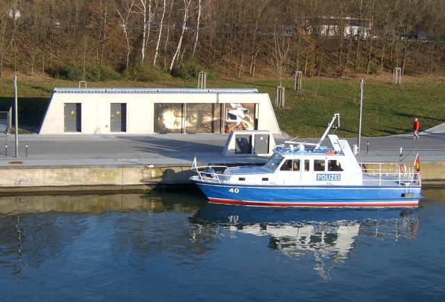 Wasserpolizei-Boot am RMD-Kanal