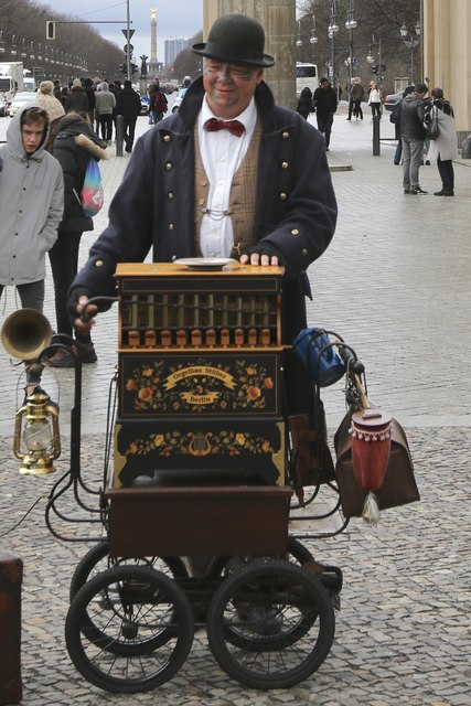 Organ grinder near the Brandenburg Gate