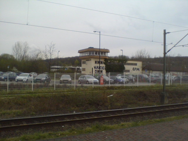 Stellwerk Horrem Hf vom Bahnsteig aus (Signal box Horrem Hf seen from the platform)