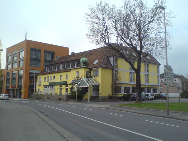 Hotel Kaiserhof und Sparkasse (Kaiserhof hotel and savings bank)