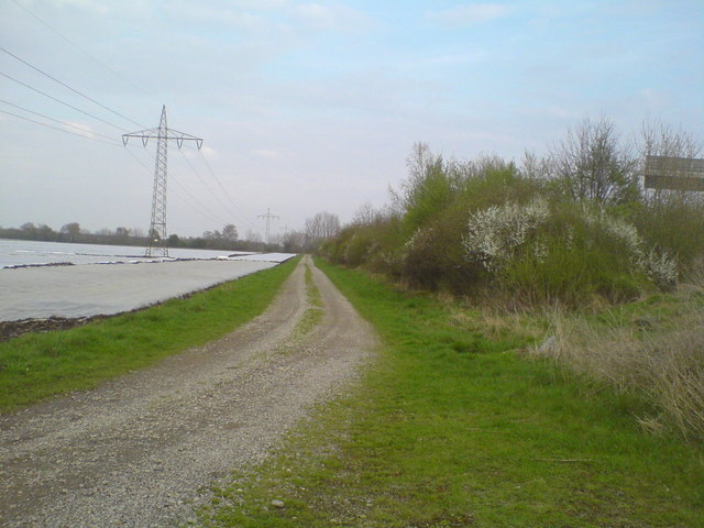 Felder und Feldweg an der Autobahn (Fields and gravel road next to the motorway)