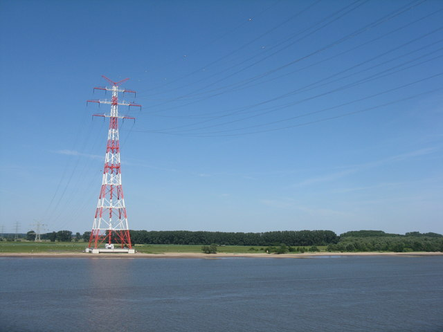 Hoher Pylon an der Elbe (Tall pylon by the Elbe)