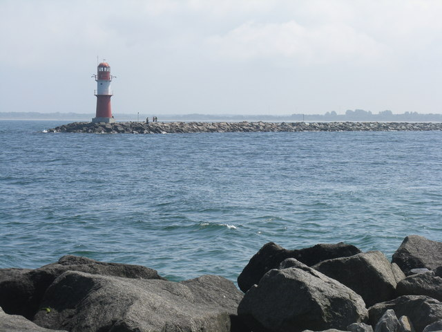 Ostmole Leuchtturm at Warnemünde (Lighthouse at the end of Ostmole, Warnemünde)