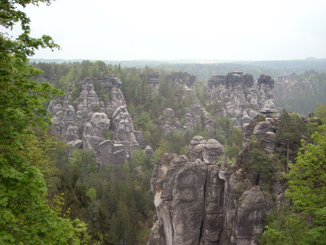 Rathen: Blick vom Basteimassiv in den Wehlgrund (Rocky Outcrops in the National  Park)